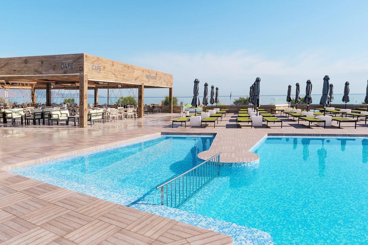 enorme lifestyle beach hotel kreta